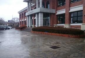 小学校玄関前ブロックの補修工事